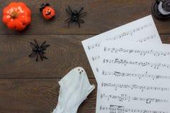 Hoogste mening van Gelukkig Halloween-Festival en het blad van de muzieknota concept als achtergrond Stock Fotografie
