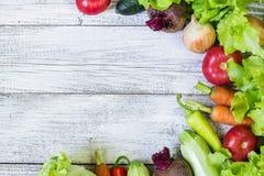 Hoogste mening van gezonde voedselachtergrond met exemplaarruimte Gezond voedselconcept met verse groenten Royalty-vrije Stock Fotografie
