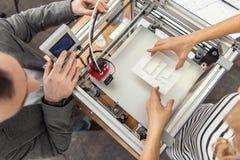 Hoogste mening van ingenieurs die het proces van 3D druk hervatten Stock Foto's