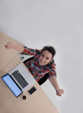 Hoogste mening van jonge bedrijfsvrouw die aan laptop werken Royalty-vrije Stock Foto