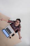 Hoogste mening van jonge bedrijfsvrouw die aan laptop werken Royalty-vrije Stock Fotografie