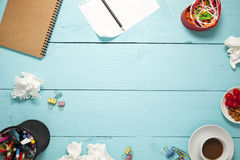 Hoogste mening van Leeg document en potlood, koffie, amandel, kers, en royalty-vrije stock foto