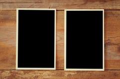 Hoogste mening van lege fotokaders op houten achtergrond Stock Foto's