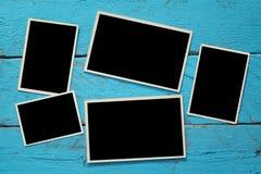 Hoogste mening van lege fotokaders op houten achtergrond Royalty-vrije Stock Foto
