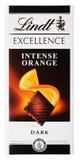 Hoogste mening van Lindt-VOORTREFFELIJKHEIDS intense oranje Zwitserse donkere die chocoladereep op wit wordt geïsoleerd Royalty-vrije Stock Foto's