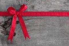 Hoogste mening van lintdecoratie op houten achtergrond voor Kerstmis royalty-vrije stock afbeeldingen