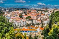 Hoogste mening van Lissabon met blauwe hemel 2 royalty-vrije stock foto