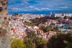 Hoogste mening van Lissabon met blauwe hemel 3 stock afbeelding