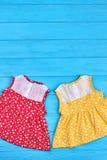 Hoogste mening van mooie baby uitstekende kleding royalty-vrije stock foto's