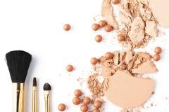 Hoogste mening van naakte kleuren kosmetisch poeder met borstels Royalty-vrije Stock Afbeelding