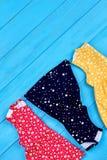 Hoogste mening van nieuwe gevouwen babykleding Stock Fotografie