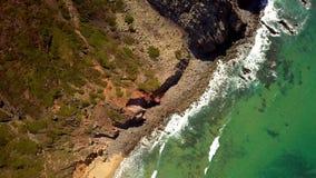 Hoogste mening van oceaan en kustlijn stock video