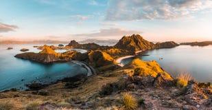 Hoogste mening van Padar-Eiland in een ochtend, Indonesië stock foto's