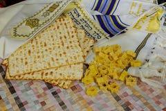 Hoogste mening van passoverachtergrond matzoh Joods vakantiebrood Stock Foto's
