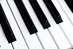 Hoogste mening van pianosleutels Close-up van pianosleutels dichte frontale mening Pianotoetsenbord met selectieve nadruk Diagona Royalty-vrije Stock Foto's