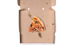 Hoogste mening van plak van smakelijke pizza in doos Stock Foto