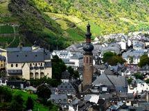Hoogste mening van stad Cochem in de wijnvallei van de Moezel royalty-vrije stock fotografie