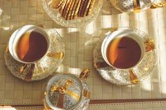 Hoogste mening van twee kop theeën op houten lijst gestemd Royalty-vrije Stock Fotografie