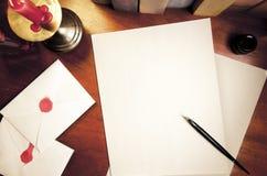 Hoogste mening van uitstekend bureau met lege brief Stock Afbeeldingen