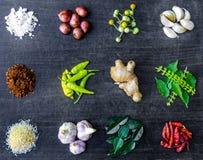 Hoogste mening van voedselingrediënten en specerij op de lijst royalty-vrije stock afbeelding
