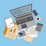 Hoogste mening van werkplaats met documenten en laptop royalty-vrije illustratie