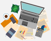 Hoogste mening van werkplaats met documenten en laptop stock illustratie
