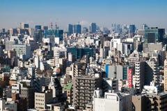 Hoogste mening van woningbouw met afgelegen MT Fuji op 11 FEBRUARI, 2015 in Tokyo Royalty-vrije Stock Foto's