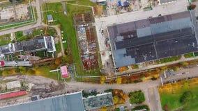Hoogste menings industriële gebouwen op fabrieksgebied Luchtmenings industriële gebouwen stock videobeelden