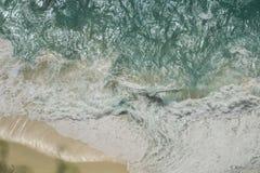 Hoogste menings lucht, turkooise overzees, gouden zandstrand, Bali, Indonesië Royalty-vrije Stock Foto