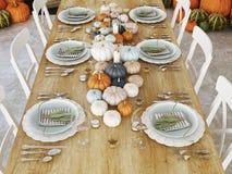 Hoogste menings noordse keuken in een flat het 3d teruggeven De bladeren & de pompoenen en een ceramisch hoofd van Turkije vormen Royalty-vrije Stock Foto