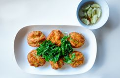 Hoogste menings Thais Voedsel Met kerrie gekruid viscroquetje Viscroquetje Tod Mun Pla Stock Afbeeldingen