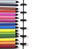Hoogste menings witte spatie sketchbook met kleurenpen voor bedrijfsmalplaatje Stock Afbeeldingen