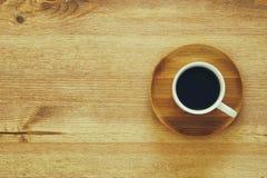 hoogste meningsbeeld van kop van koffie op houten lijst Royalty-vrije Stock Afbeelding