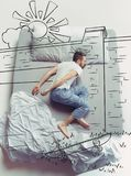 Hoogste meningsfoto van jonge mensenslaap in een groot wit bed en zijn dromen royalty-vrije stock afbeeldingen