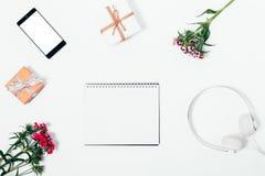 Hoogste meningssamenstelling met lege blocnote in centrum Stock Fotografie