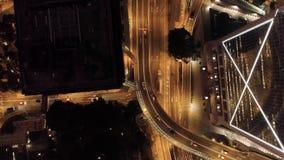 Hoogste meningsuitwisseling van een stad bij nacht voorraad Belangrijke infrastructuur in stad Hoogste mening van het verkeer bij stock videobeelden