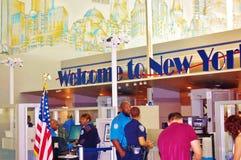 Hoogste niveauveiligheid in de luchthavens van New York Royalty-vrije Stock Fotografie