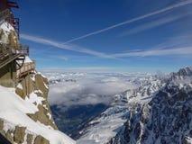 Hoogste panoramisch platform op berg piekaiguille du midi in Frankrijk boven skidorp Chamonix Mont-Blanc stock fotografie
