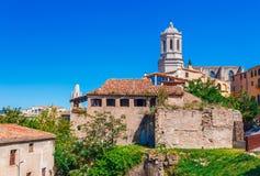 Hoogste satellietbeeld op Girona, Catalonië, Spanje Toneel en kleurrijke oude stad De beroemde bestemming van de toeristentoevluc royalty-vrije stock afbeelding