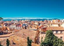 Hoogste satellietbeeld op Girona, Cataloni?, Spanje Toneel en kleurrijke oude stad De beroemde bestemming van de toeristentoevluc royalty-vrije stock afbeeldingen