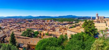 Hoogste satellietbeeld op Girona, Cataloni?, Spanje Toneel en kleurrijke oude stad De beroemde bestemming van de toeristentoevluc stock afbeeldingen