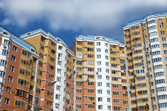 Hoogste sectie moderne flatgebouwen Stock Foto