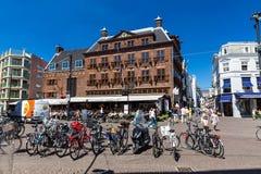 Hoogstraat街的看法在海牙的市中心 免版税图库摄影