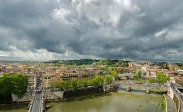 Hoogtemening Rome met Brug over de Rivier Tiber Stock Foto's