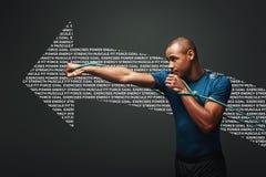 Hoogtepunt van energie Sportman die met weerstandsband uitwerken over donkere achtergrond Grafische tekening stock foto