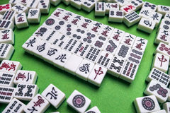 Hoogtepunt van Mahjongtegels op groene achtergrond Royalty-vrije Stock Foto