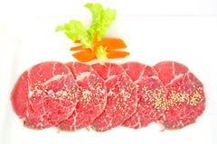 Hoogwaardig gesneden die Hida-wagyurundvlees op witte achtergrond wordt geïsoleerd Royalty-vrije Stock Fotografie