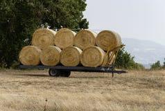 Hooibalen op een aanhangwagen Stock Foto