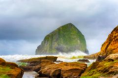 Hooibergrots bij Kaap Kiwanda op de Kust van Oregon Royalty-vrije Stock Foto