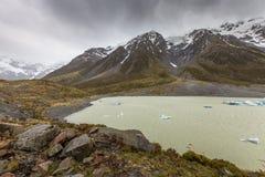 Hooker湖在库克山国家公园,新西兰 免版税库存图片